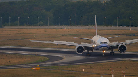 China Airlines Boeing 777 taxiing Live Action