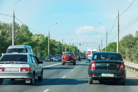 Car traffic at the entrance to the city of Samara Photo