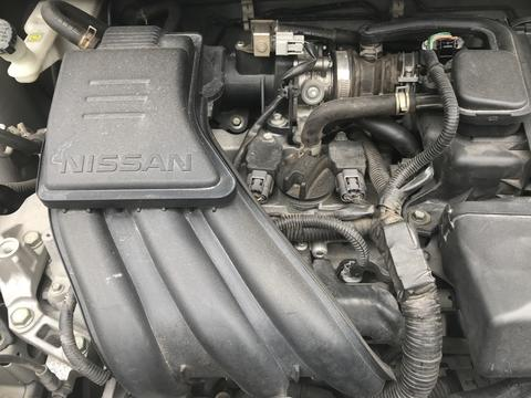 Nissan march car's old and dirty engine フォト