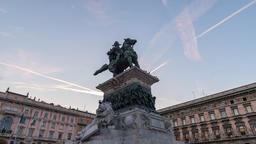 Milan Italy time lapse 4K, city skyline sunset timelapse at Vittorio Emanuele II Archivo