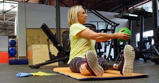 Senior woman doing oblique exercises on exercise mat 4k Footage