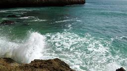 Waves splashing at the shore ビデオ