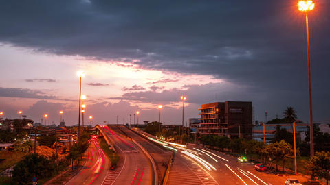 4k time lapse, Car lights In traffic at dusk before a rain storm ビデオ