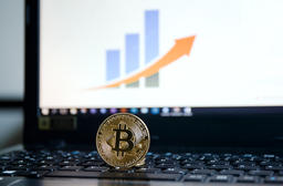 Shiny Golden Sparkling Bitcoin Currency On Laptop Keyboard Screen Background フォト