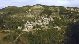 Hillside Village Arc Shot Aerial Archivo