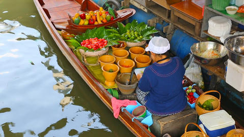 Cuisine on the boat - floating market in Bangkok Footage