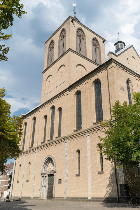 Basilica Saint Kunibert, Cologne, Germany Fotografía