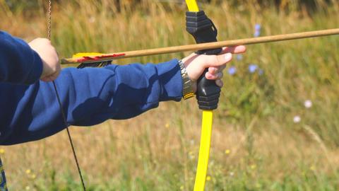 Boy learn archery Archivo