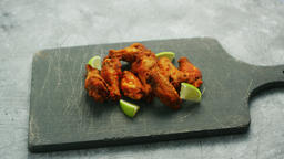 Chicken wings with lime slices ビデオ
