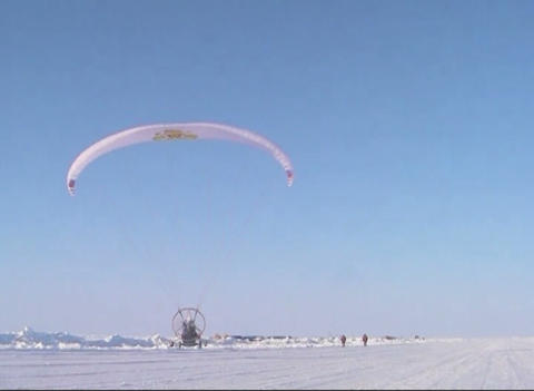 Paraglider with motor and propeller Live Action