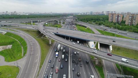 Cars go on the highway ビデオ