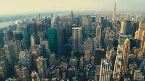View of Manhattan from the top angle at sunset ビデオ