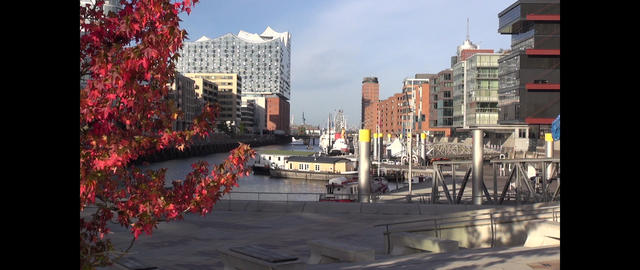 Tradition harbor, Sandtorkai, Hafencity, Hamburg, Germany (Motion time lapse) ビデオ