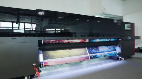 Large format printer printing high quality graphics at high speed Footage