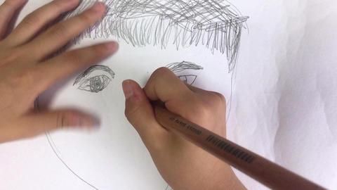 子供が似顔絵を描く ライブ動画