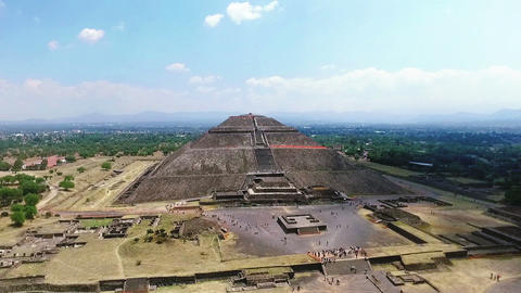 """Aerial View Of The """"Sun Pyramid"""" In Teotihuacan TAKE 2 Archivo"""