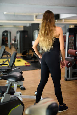 Young beautiful woman working out at the gym フォト