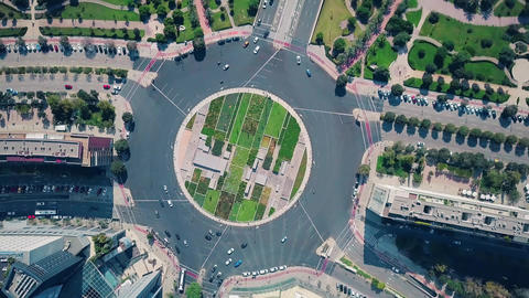 Aerial top down view of big city roundabout traffic Live影片