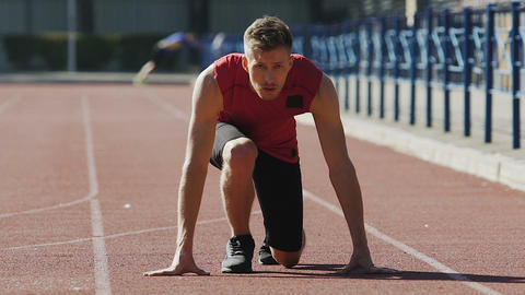 Strong man starts running from crouch start, track-and-field athletics, sport Live Action