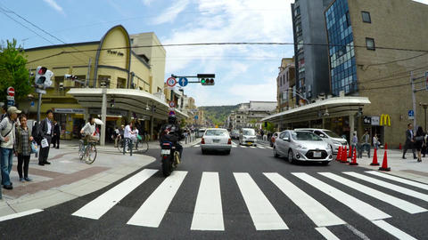 POV through the modern, entertainment district of Shijo Kawaramachi in KYOTO ビデオ