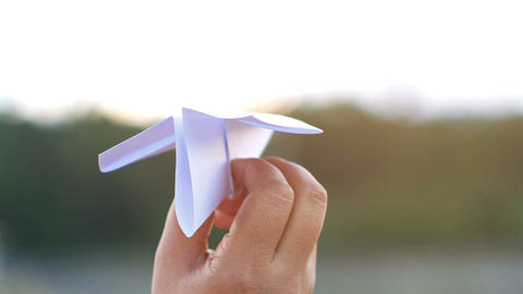 Sift the paper plane in the evening ビデオ