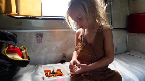 Child in the train near the window Archivo