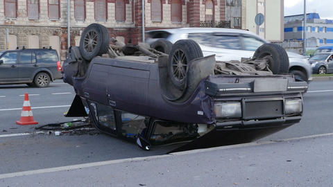 Crash car, overturning Live Action