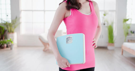 sport woman hold weight scale Live影片