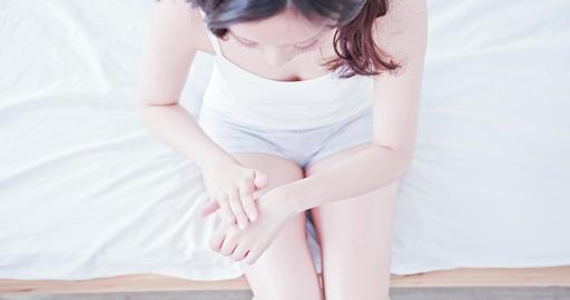 beauty woman applying hand cream Live影片