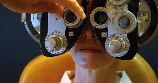Optometrist examining patient eyes with messbrille 4k Live Action