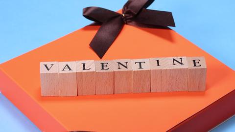 プレゼントとVALENTINEの文字 ビデオ