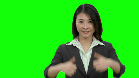 Asian female businesswoman showing two thumbs up on Green Screen Live影片