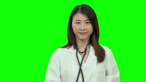 Asian female doctor holding sthethoscope out up on Green Screen 2 Live影片
