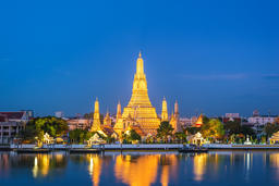 Bangkok Thailand, night city skyline at Wat Arun temple and Chao Phraya River Fotografía