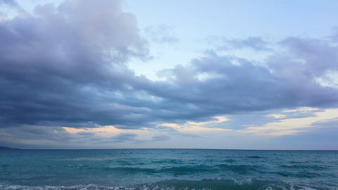 Time Lapse Of A Cloudy Sky Over The Mediterranean Sea ビデオ