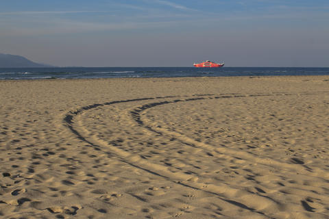Traces in the sand Photo