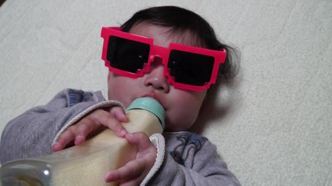 ミルクを飲む赤ちゃん ライブ動画