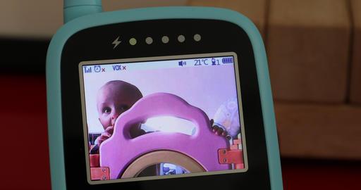 Baby Boy In The Babyphone Monitor ビデオ