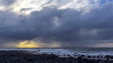 Rainy weather in sunset ビデオ