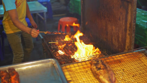 Chef cook chicken saute on grill at food market ビデオ