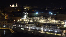 Malta Valletta move along old cruise liner at berth in harbor by night ビデオ