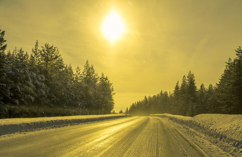 Empty Road in the Winter Forest and the Sun フォト