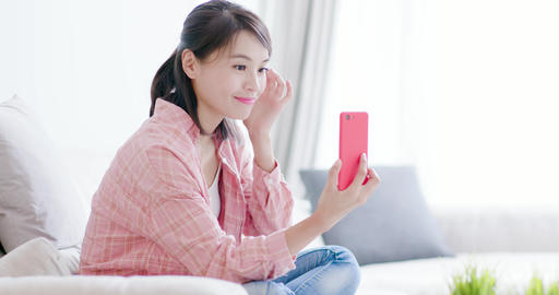 woman take selfie by phone Live影片