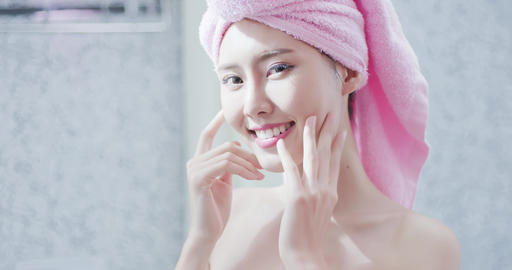 skincare woman smile to you Live Action