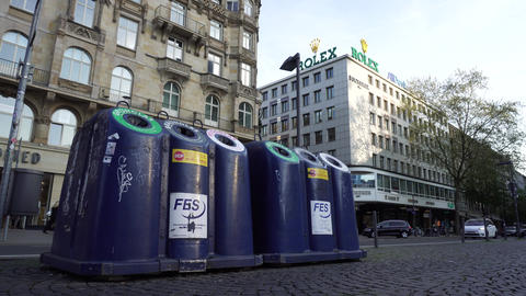 Recycling Bins Waste Sorting in Europe, Street Trash Cans, Garbage Containers Archivo