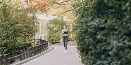 Young active female athlete exercising outdoor in the sunny autumn フォト