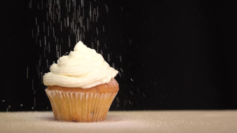 Pastry sprinkles on the cupcake icing sugar. Slow motion Archivo