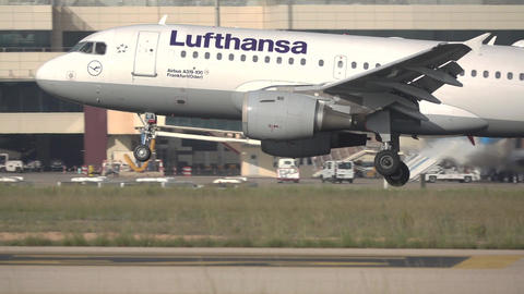 Lufthansa plane landing in Valencia in super slow motion Footage