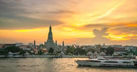 4K.Time lapse Landmark of bangkok Temple of Wat Arun, in Bangkok, Thailand GIF
