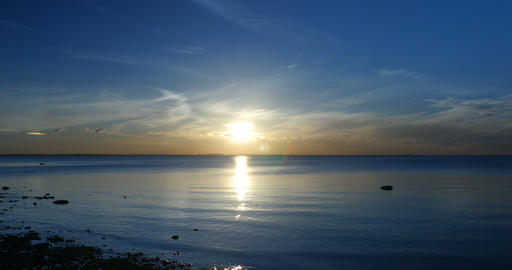 UFO fly against the setting sun over the sea ビデオ